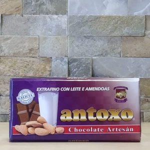 Chocolate extrafino con leche y almendras Antoxo